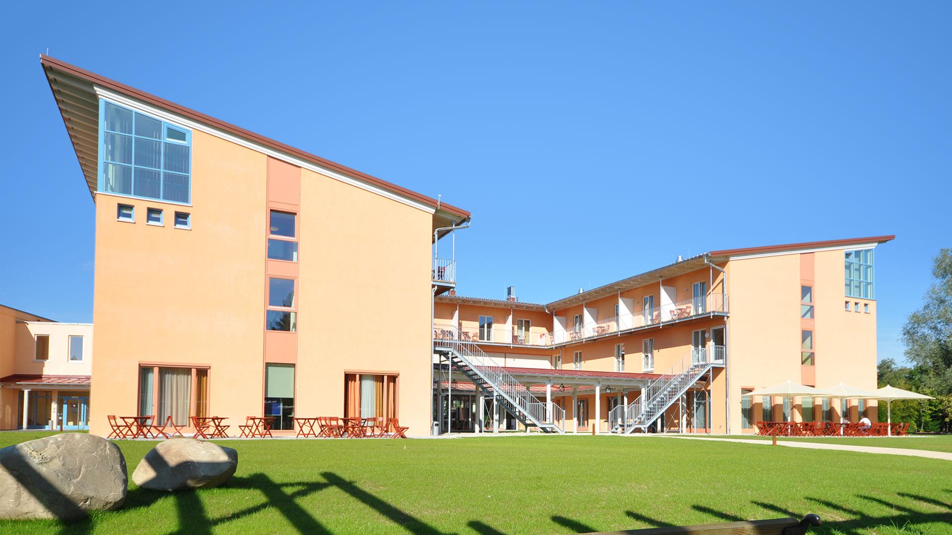 Das Schul- und Internatsgebäude
