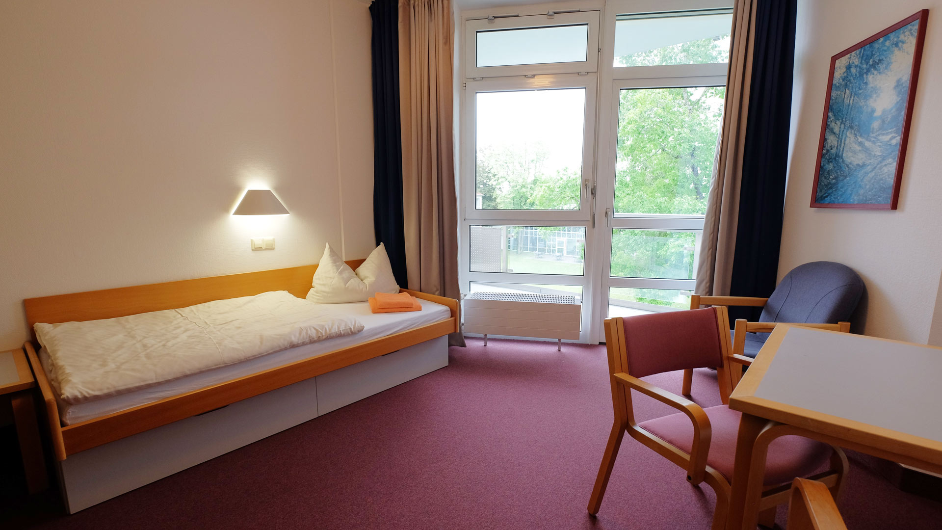 Bad_Schussenried-Two_bed_room_in_building_4-4025-16x9_72dpi