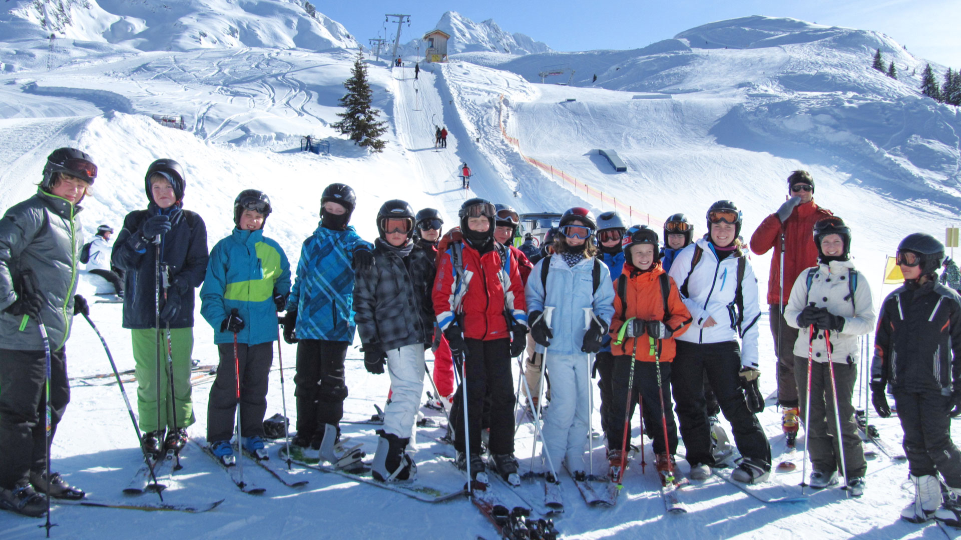 Additional skiing courses are offered in winter